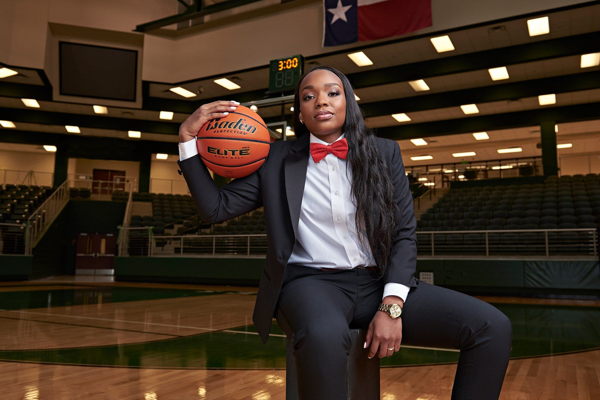 Jordyn Oliver palms the ball during prosper senior photo session