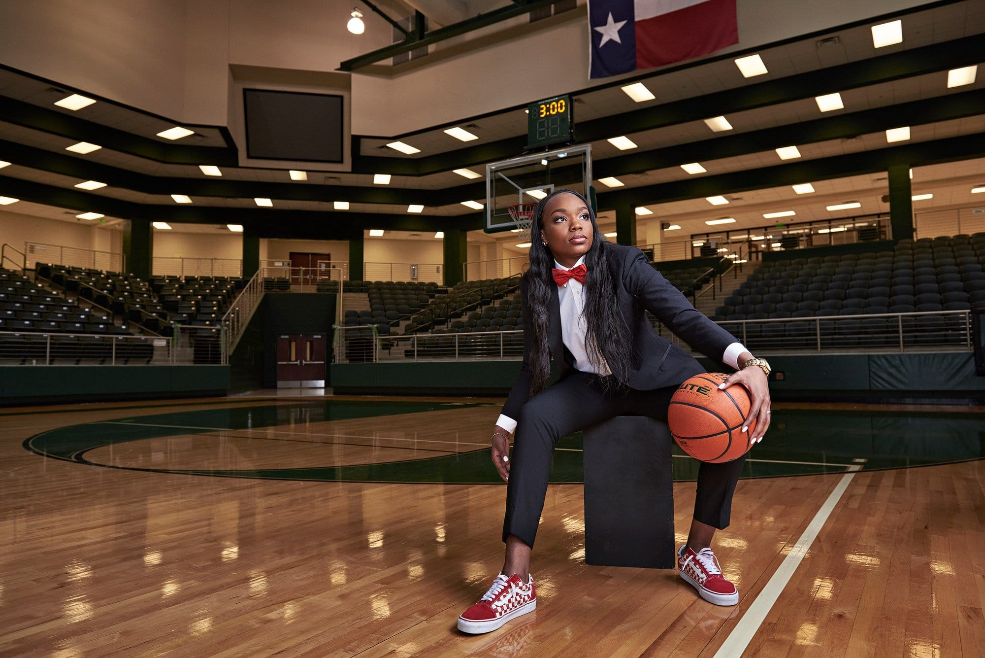 Dallas senior photos of prosper bastkeball star Jordyn Oliver by Photographer Jeff Dietz