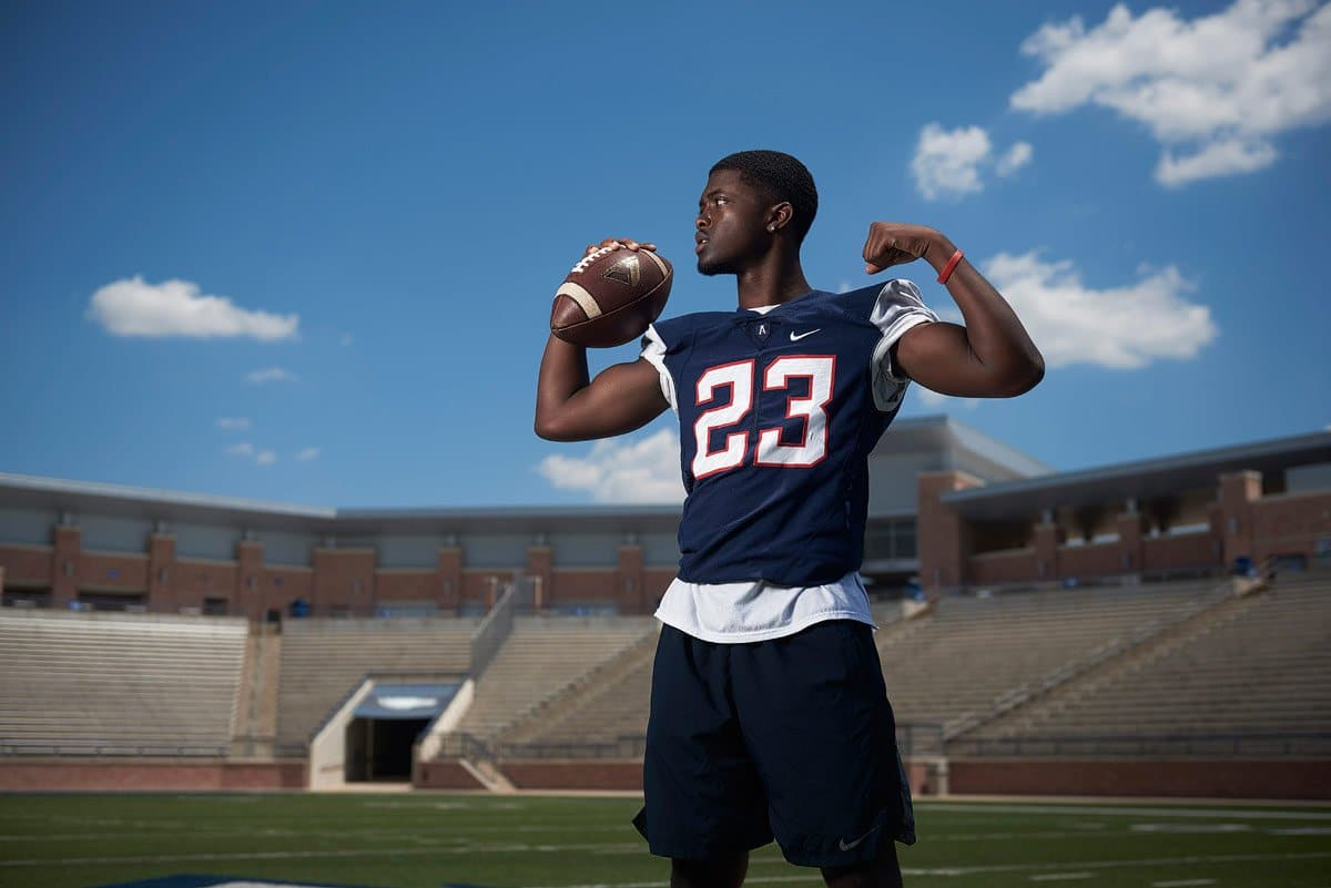 allen football player 23 mo perkins senior photos at eagles stadium in jersey