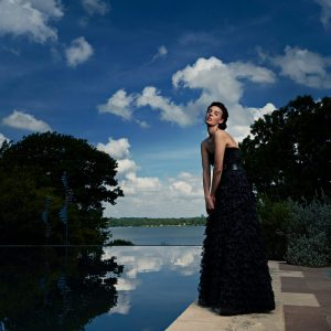 model photo shoot at dallas arboretum by reflecting pond