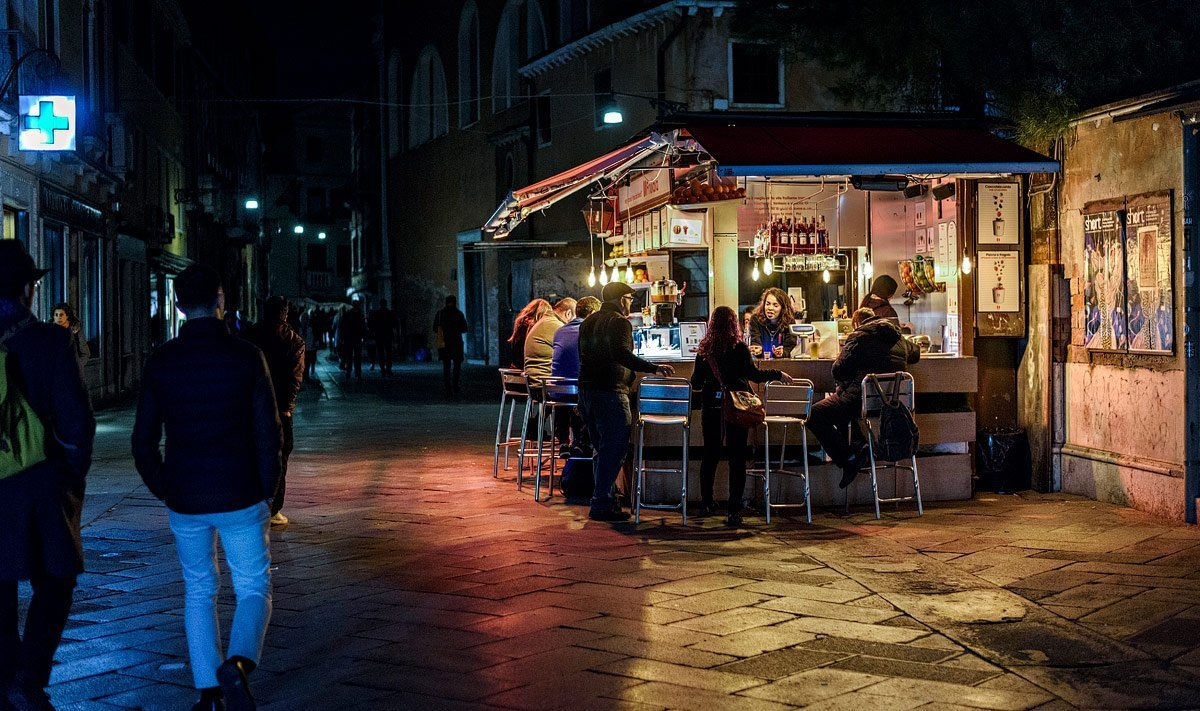 night bar in venice italy dorsoduro