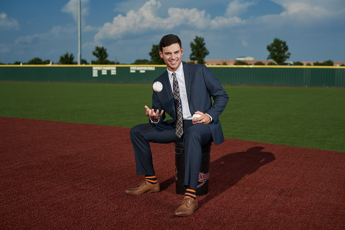 dallas senior portraits for high school baseball