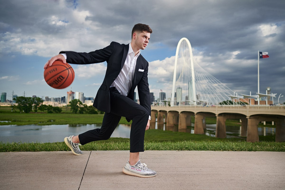 Dallas senior portrait locations bastkeball player in downtown dallas bridge